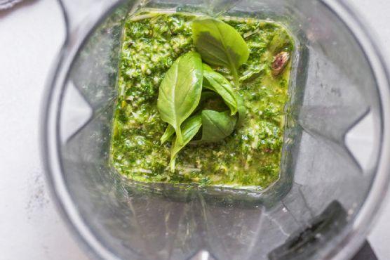 5-Minute Arugula Pesto