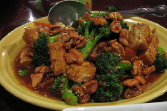 Broccoli and Tofu Stir-Fry With Toasted Almonds