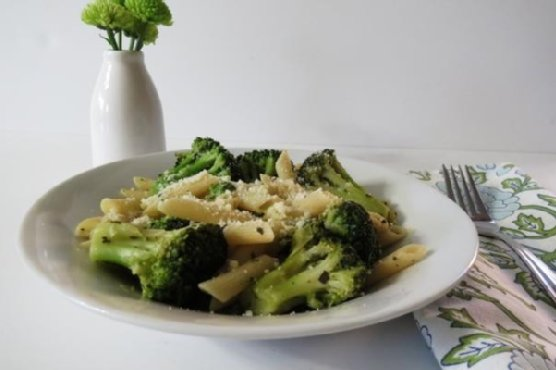 Penne Pasta with Broccoli and Cheese