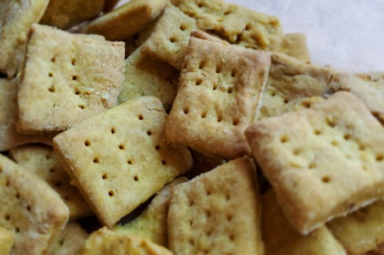 Curry Crackers