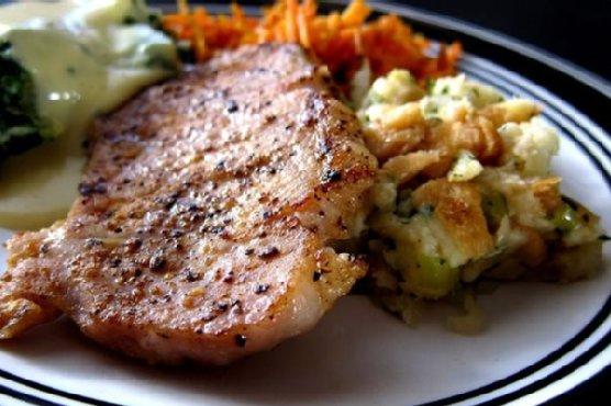Easy Pork Chops on Stuffing