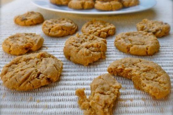 Easy 4-Ingredient Flourless Peanut Butter Cookies