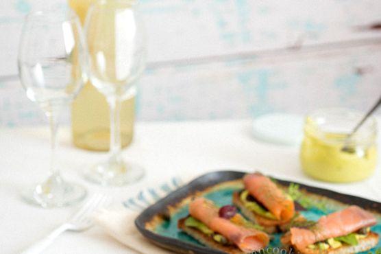 Canap de salm n ahumado y mayonesa de aguacate for Canape de salmon ahumado