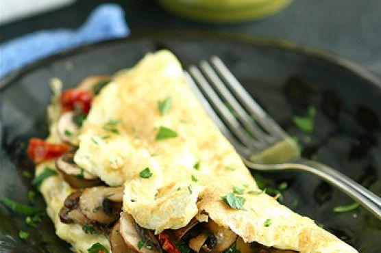 Easy Mushroom & Sun-Dried Tomato Omelet
