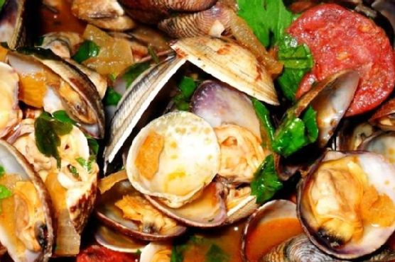 Clams In Spicy Salami Sauce