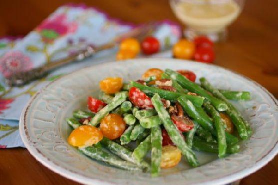 Fresh Green Bean and Tomato Salad with Creamy Garlic Dressing