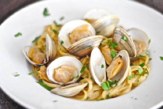 Linguine and Clams In Garlic White Wine Sauce