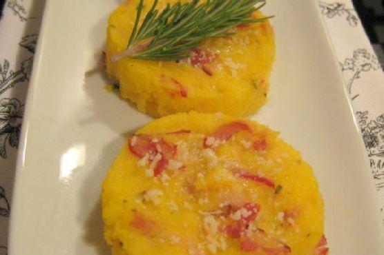 Medaglioni Di Polenta E Prosciutto Al Forno – Baked Polenta Medallions With Ham