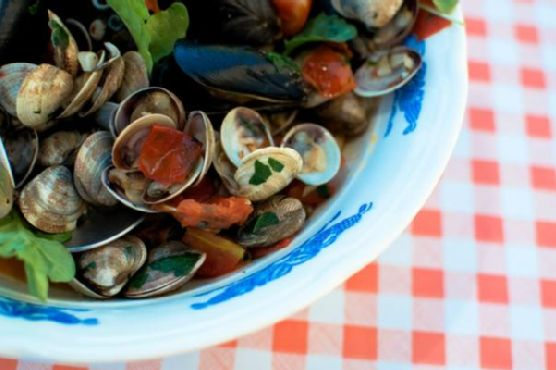 Mussels & Clams in White Wine {Cozze e Vongole}