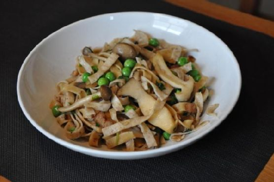 Pasta With Wild Mushrooms, Peas and Bacon