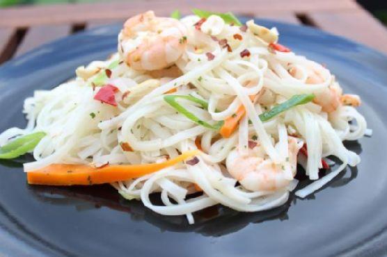 Rice noodle salad with sesame oil dressing