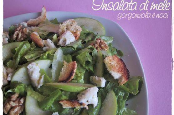 Salad With Apples, Gorgonzola and Walnuts