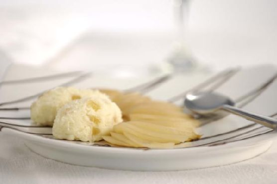 Vanilla Pears With Ginger Ice Cream