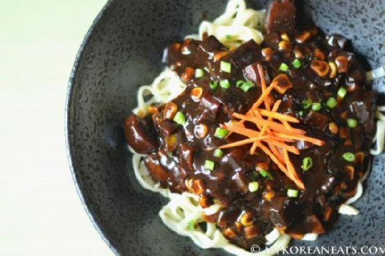 Vegetarian Jajang Myeon (Noodles w Black Bean Sauce)